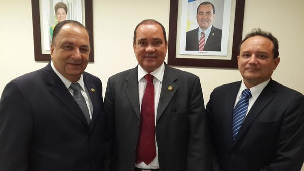 Presidente da ANPV, e seu Diretor, SR. George de Brasilia, se reúnem com o Senador  Vicentinho Alves